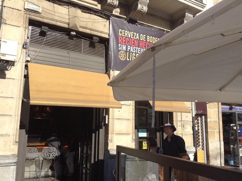 A relaxing cup of café con leche in Bilbao. (6/6)