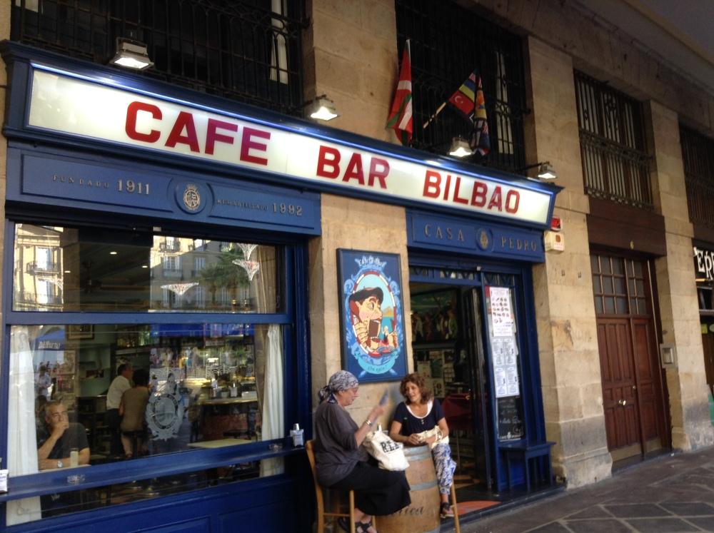 A relaxing cup of café con leche in Bilbao. (5/6)