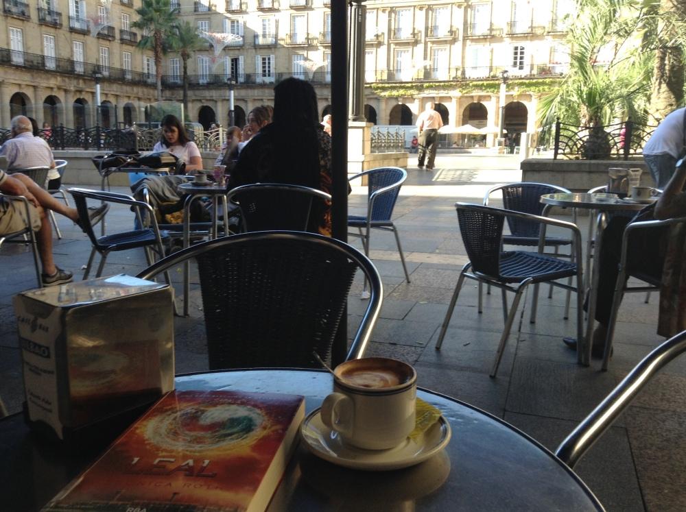 A relaxing cup of café con leche in Bilbao. (1/6)