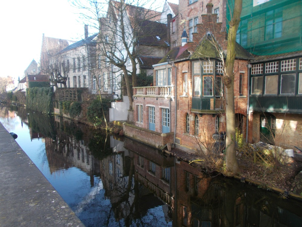 Bruges (Brugge), which has no witches, and Ghent. (1/6)